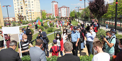 <center> Kastamonu Belediyesi'nden </center><center><font color='blue'> ÇOCUKLARA 15.000 ÇİÇEK </font></center>