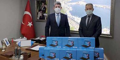 <center> Sinop TOBB'dan </center><center><font color='blue'>80 ÖĞRENCİYE TABLET  </font></center>
