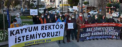<center> Sinop: </center><center><font color='blue'> KAYYUM REKTÖR İSTEMİYORUZ! </font></center>