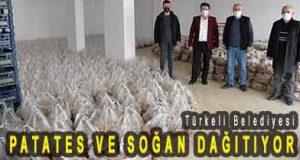 <center> Türkeli Belediyesi </center><center><font color='blue'> PATATES VE SOĞAN DAĞITIYOR </font></center>